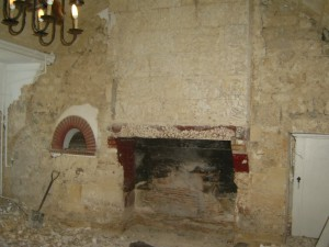 Discovery of larger old bread oven and beautiful stone lintel in the fireplace